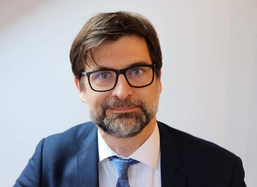 Dr. Peták István.