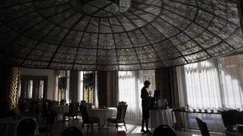 Bajban vannak a szállodák, nem könnyű visszacsábítani a munkaerőt