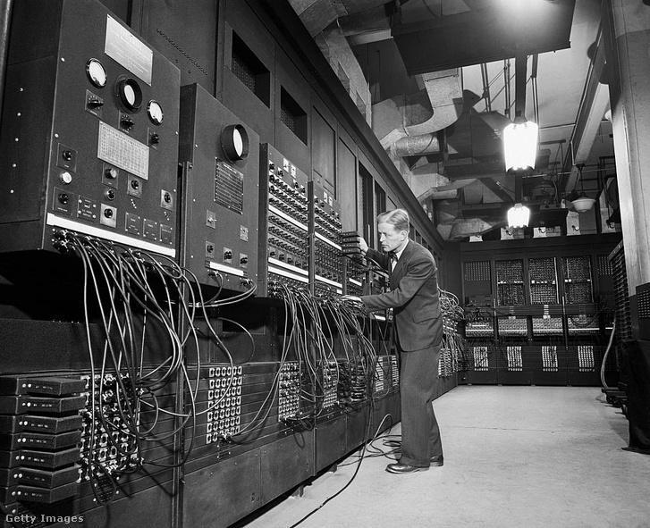 Az ötvenes évek számítógépei, mai szemmel nevetséges teljesítmény mellett, hatalmas helyet foglaltak, és gyakran meghibásodtak