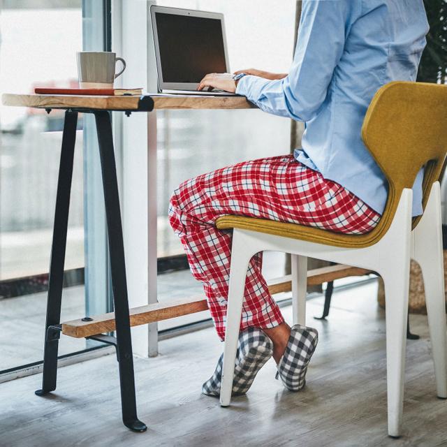 Pizsamában dolgozol otthonról? Ez a baj vele a kutatók szerint