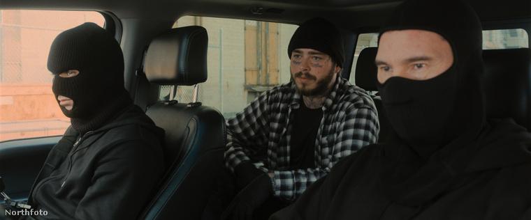 Rajta kívül szerepel még néhány meglehetősen ismerős arc a filmben: ez itt Post Malone zenész,