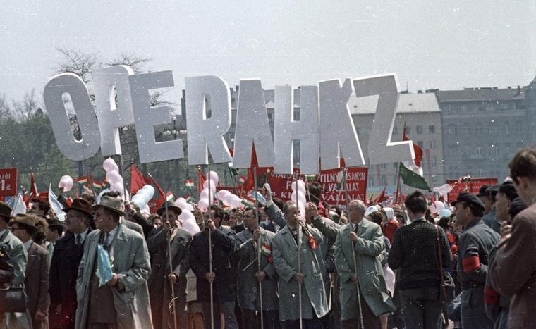 Kultúrát!                         Ötvenhatosok tere (Felvonulási tér), május 1-i felvonulás