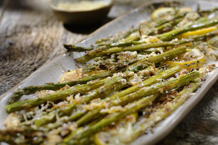 Isteni, grillezett spárga húsok mellé: pillanatok alatt elkészül a finomság