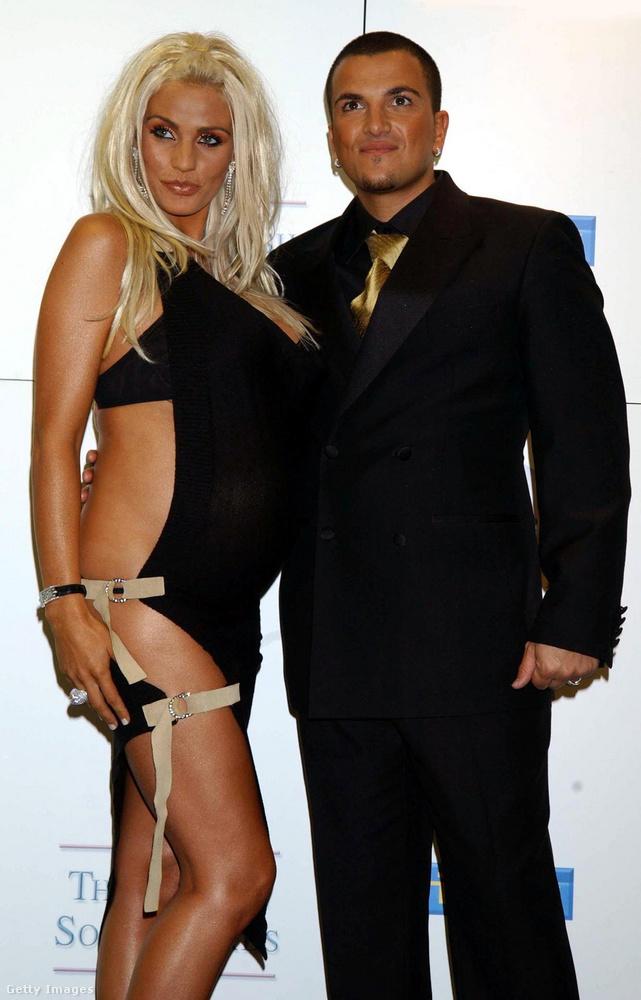 Price 2005-ben házasodott össze Peter Andre énekessel, amikor ezek a képek készültek, a modell második gyermekével volt terhes, a baba az első, Andréval közös gyermek volt.