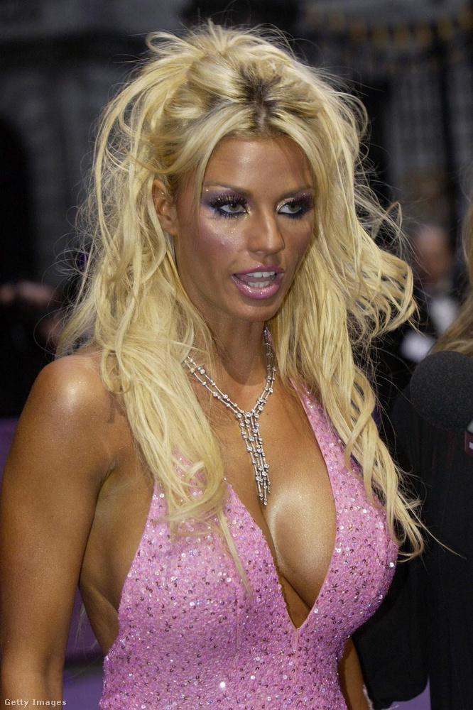 2004-re mintha teljesen új arca lett volna Price-nak, a haja még szőkébb, a bőre még barnítottabb.