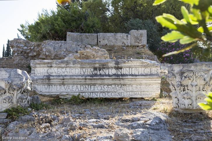 Felirat egy római kori romon Görögországban