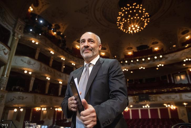Rudolf Péter a Vígszínház igazgatója a színház 125. évadának évadhirdető sajtótájékoztatóján 2020. július 1-jén