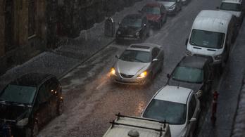 Pusztító jégeső zúdul az országra, viharos széllel kézen fogva