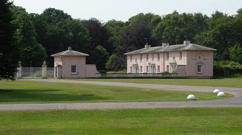 Simán bemászott két ember a brit királyi rezidenciára