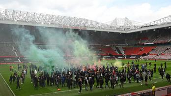 Elfoglalták a szurkolók a Manchester United stadionját