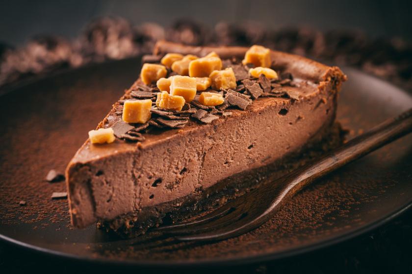 Mennyei csokis sajttorta a sütőből: egyszerre krémes és habos finomság