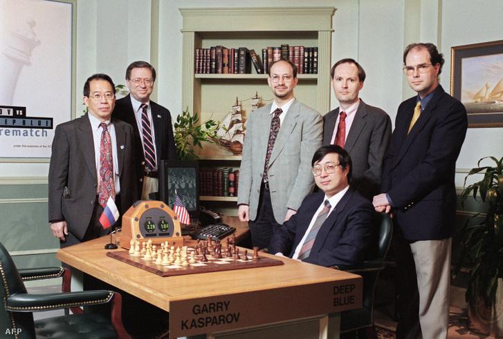 Az IBM csapata, középen Joel Benjamin