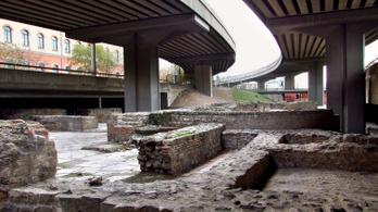 Gyermekfej nagyságú betondarabok hullanak le a Flórián téri felüljáróról, pont senkit nem érdekel