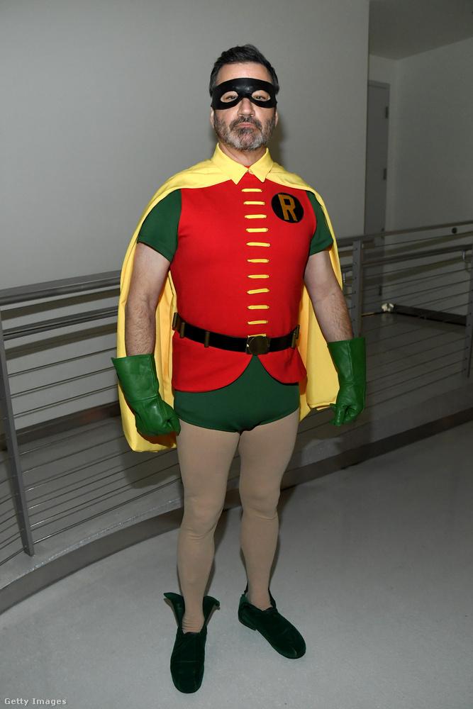 Feltűnt továbbá Jimmy Kimmel is, Robin-jelmezben, márpedig ahol van egy Robin, ott kell lennie