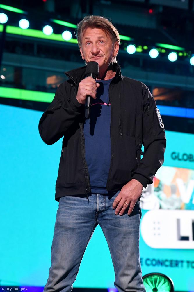 Jelen volt még Sean Penn is, akiről meg mi írtuk meg nemrég, milyen menő osztályba járt.