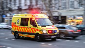 Ötéves kislány hívta fel a mentőket, mert rosszul lett az édesanyja