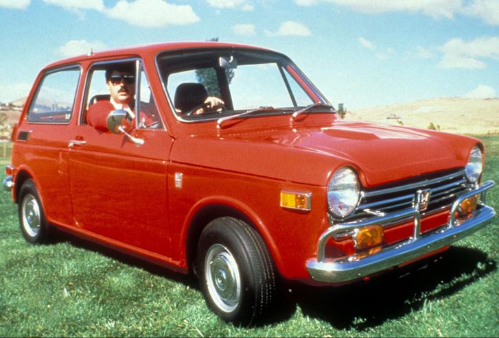 A kisméretű japán autók, mint az N600-as, a nevetség tárgyát képezték a tengerentúlon. Egészen az olajválságokig