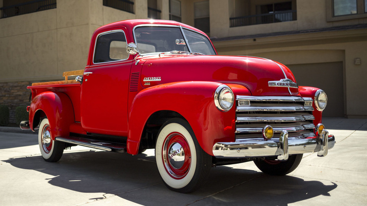 A pickupok eredetileg egy sor üléses, hosszú platós haszonjárművek voltak. Egészen a környezetvédelmi törvények megérkezéséig