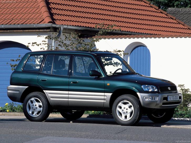 Tíz év is eltelt, mire a pickup-SUV vonulatra a japánok válaszolni tudtak. A Toyota volt a leggyorsabb a RAV4-gyel