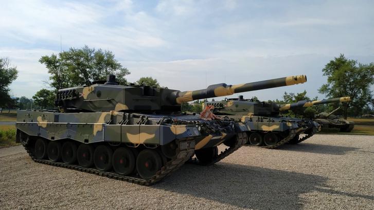 A Leopard 2-es harckocsi V12-es, 1500 lóerős dízelmotorjával környezetbarátabbnak számít (szén-dioxid kibocsátás szempontjából), mint egy kisautó. Mert 62 tonna a tömege