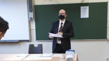 Az államtitkárból is felügyelő tanár lett az érettségire