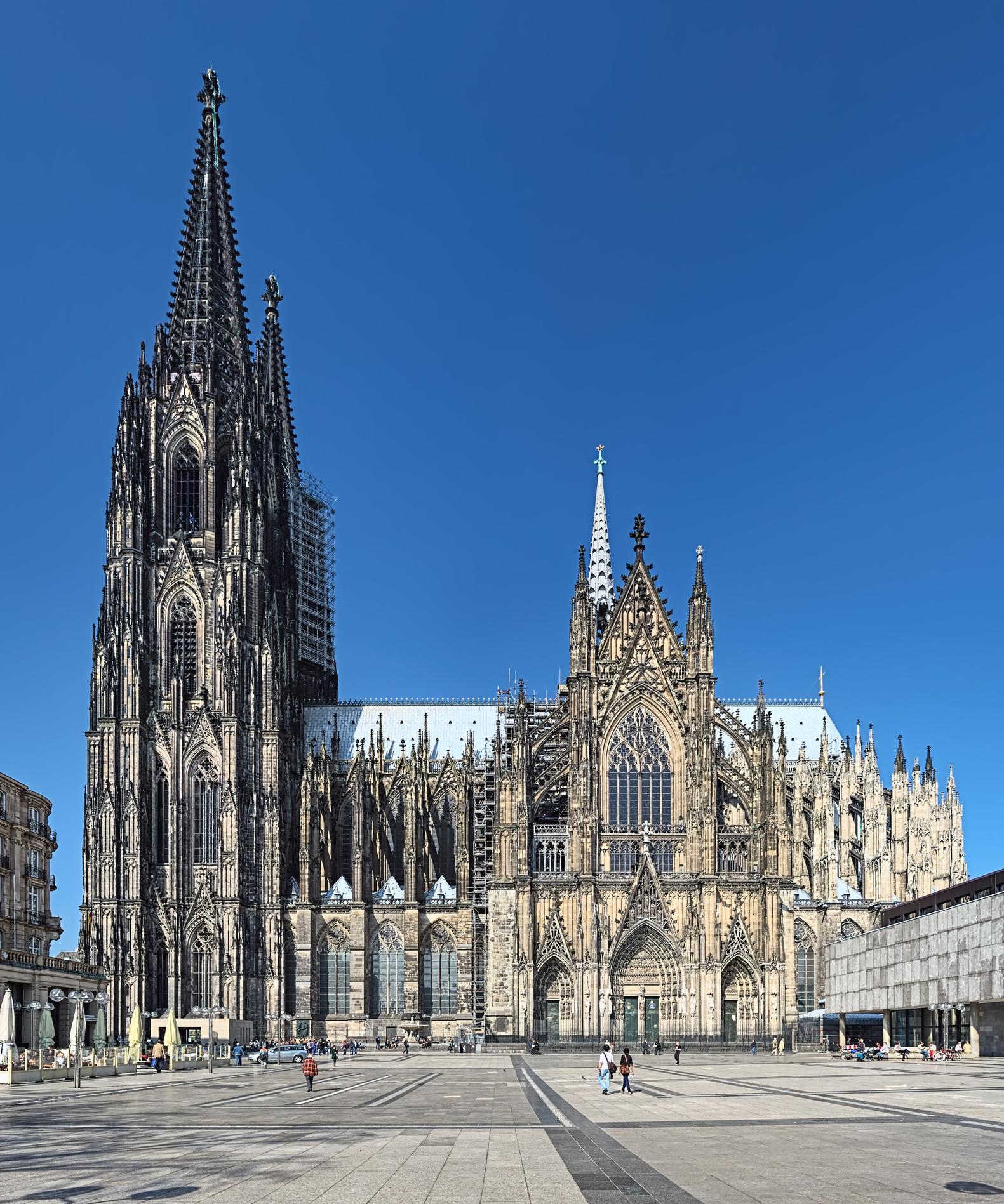 Melyik városban áll ez a katedrális?