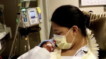 Úton Hawaiira, repülőgépen született meg egy kisfiú