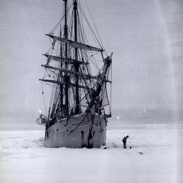 Beszorult a hajójuk az Antarktisz jegébe, több mint egy évig éltek a sötétségben: a NASA tudósai is vizsgálják az esetet