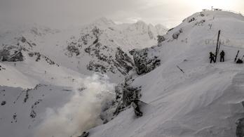 Öten meghaltak lavinaomlás miatt Franciaországban