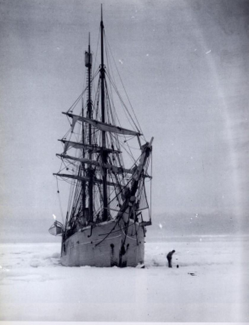 880px-Belgica dans la glace