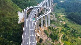 Ez lesz abból, ha visszafordító sávra van szükség egy hegyvidéki autópályán