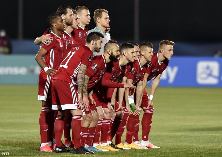 A magyar válogatott tagjai a labdarúgó-világbajnokság európai selejtezőjében játszott San Marino-Magyarország mérkőzés előtt Serravalle-ben 2021. március 28-án