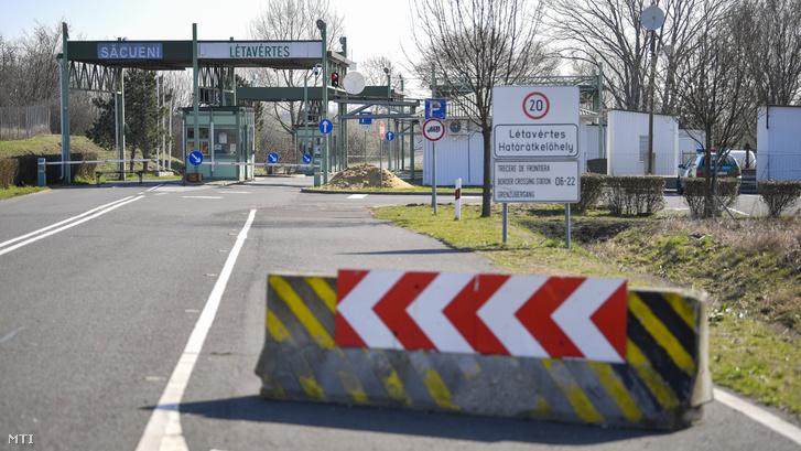 A lezárt Létavértes-Székelyhíd határátkelőhely a magyar-román határon Létavértes közelében 2020. március 16-án
