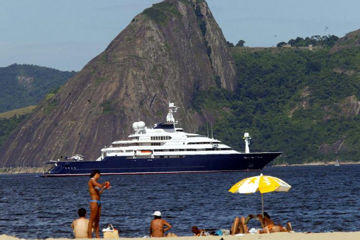 2004-ben ezzel a Jachttal érkezett a riói karneválra