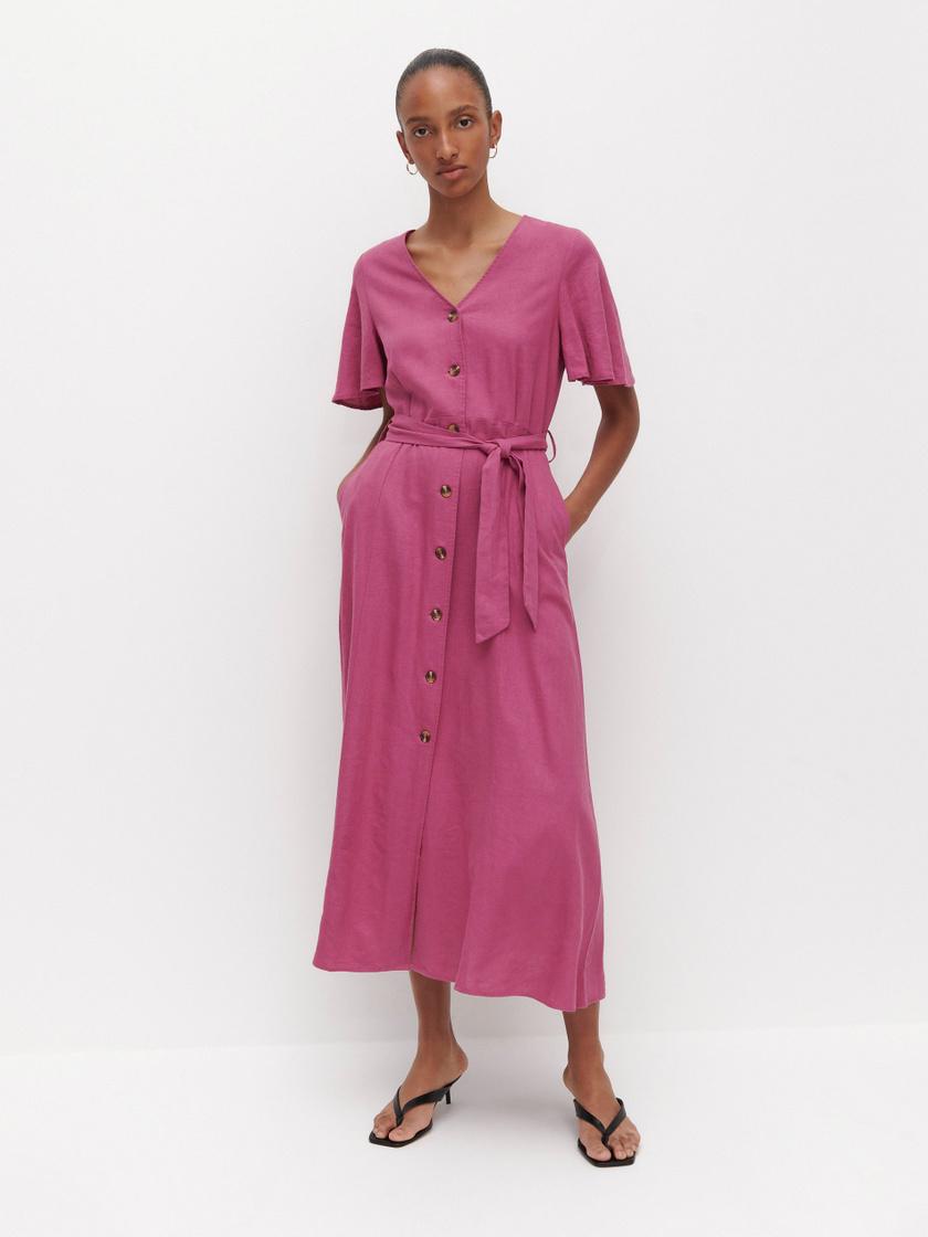 A pink és a lila különböző árnyalatai a tavasz és a nyár slágerei, ezért is olyan divatos ez a gyönyörű egészruha. Kiemeli, karcsúsítja a derekat, nyújtja az alakot, a H&M-ben pedig 9995 forintért a tiéd lehet.