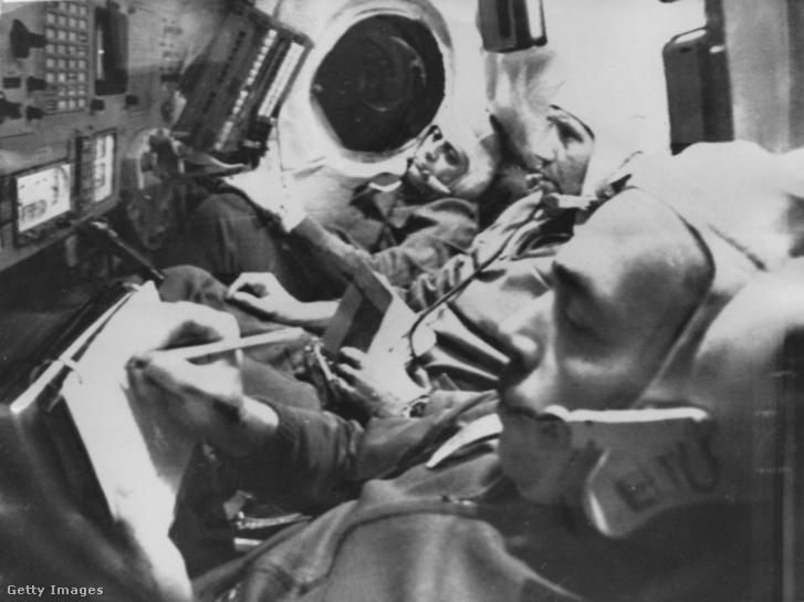A Szojuz-11 legénysége küldetés közben 1971-ben