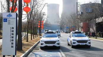 Pekingben már bérelhető önvezető taxi, tartaléksofőr nélkül