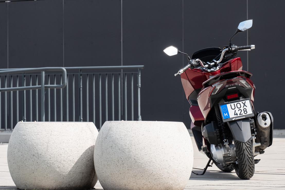 A motor 12,5 lóerős, és 11,8 Nm sanyargatja a CVT-t