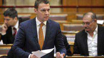 Külügyi államtitkár: Rengeteg pénzt spórolt a magyar gazdaság a keleti vakcinák miatt