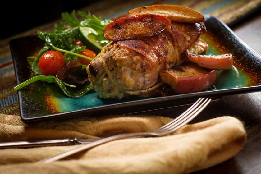 Mustáros sertéssült baconbe tekerve: belül omlós, kívül ropogós