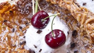 Készíts kókuszgolyót cseresznyével, ezzel a savanykás gyümölccsel még finomabb!