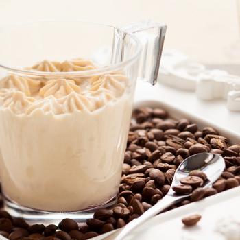 Isteni kávékrém 5 hozzávalóból: pohárdesszert, de süteménytöltelék is lehet