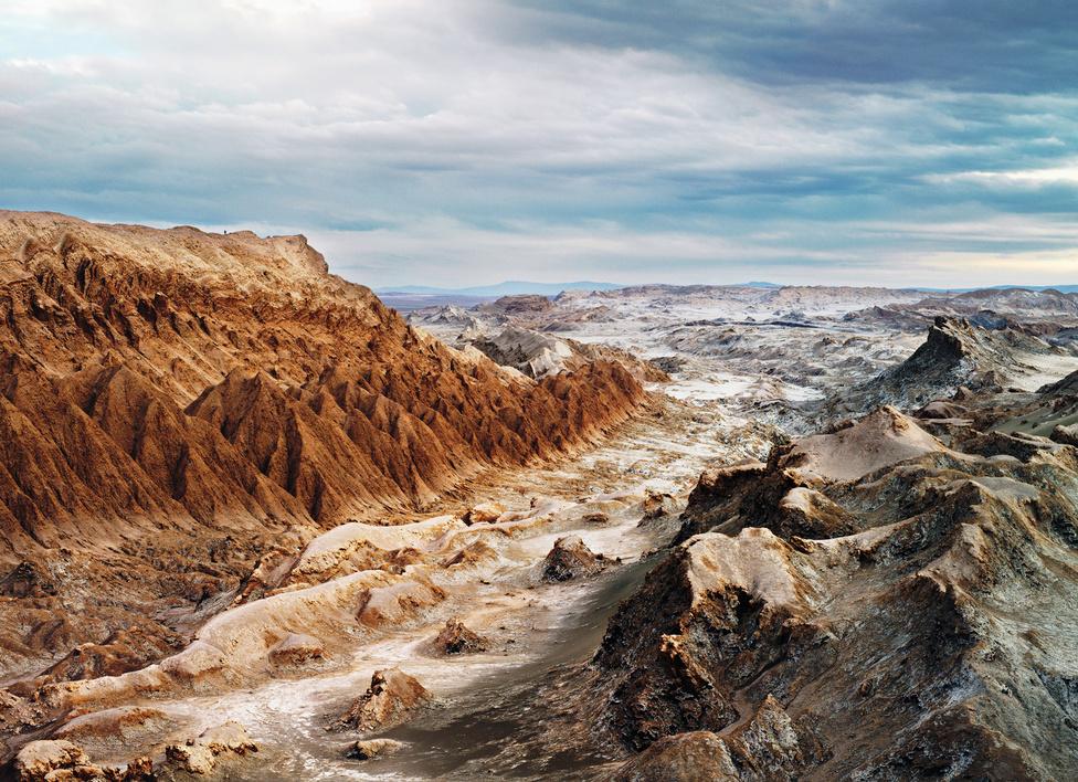 Hold-völgy, Atacama sivatag, Lunar Robotic Research [NASA], Chile, 2007.                         A Hold-völgy a chilei Atacama-sivatagban a Föld egyik legszárazabb helye. Űrkutatók gyakran kísérleteznek itt, mivel a körülmények hasonlítanak a marsi környezethez, itt tesztelik az új járműveket.