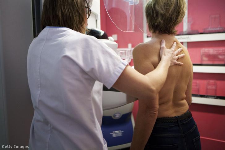 A mellrákszűrések is újraindulnak