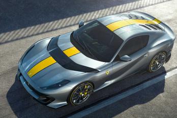Két új csúcsmodellt is bemutatott a Ferrari