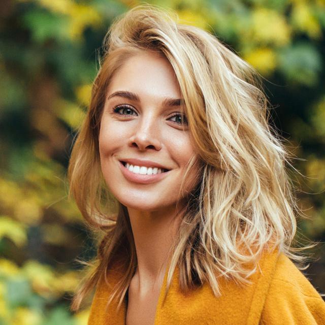 Ezek a nyár legdivatosabb frizurái: a nőies frufru és a kócos fazon is hódít