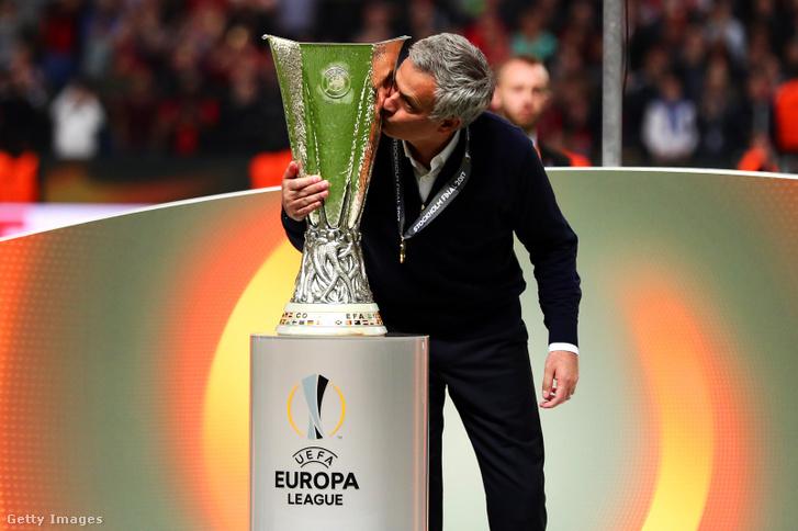 Mourinhóval újra nemzetközi kupát nyert az MU