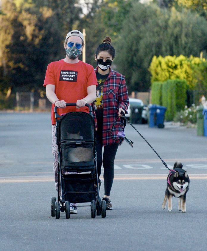 A pár tavaly októberben már lelkesen gyakorolt a szülői feladatokra, méghozzá a saját állataikkal