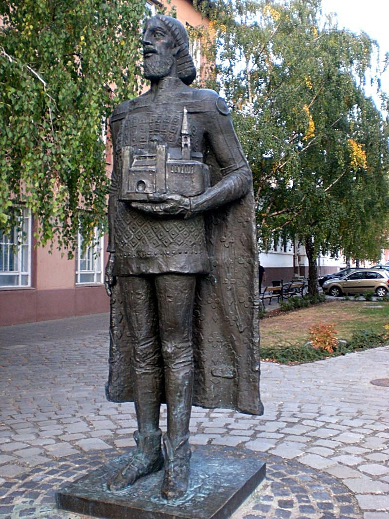 III. Béla szobra - amit meg kellett taposni