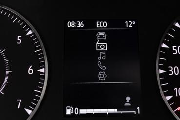A rádiót, a Media Control app nélkül is lehet kezelni, ahogy az USB-lejátszást is: a műszerfalban lévő kijelző a támpont